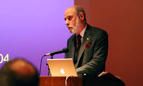 Vince Cerf w/ PowerBook
